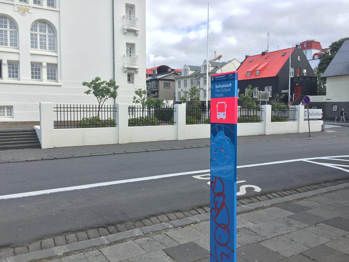 Bus stop 6 Safnahúsið